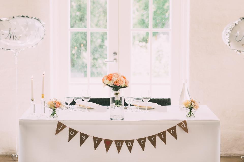 juhlapaikat koristelut häät morsiamen ja sulhasen pöytä